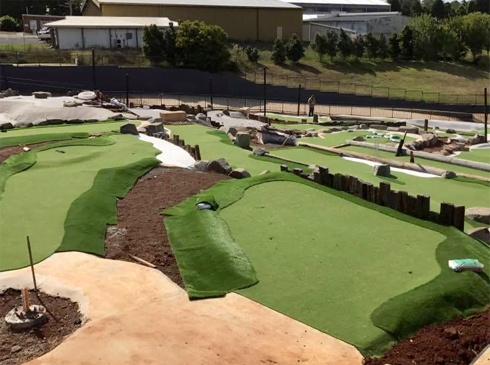 how-to-build-a-mini-golf-course-business