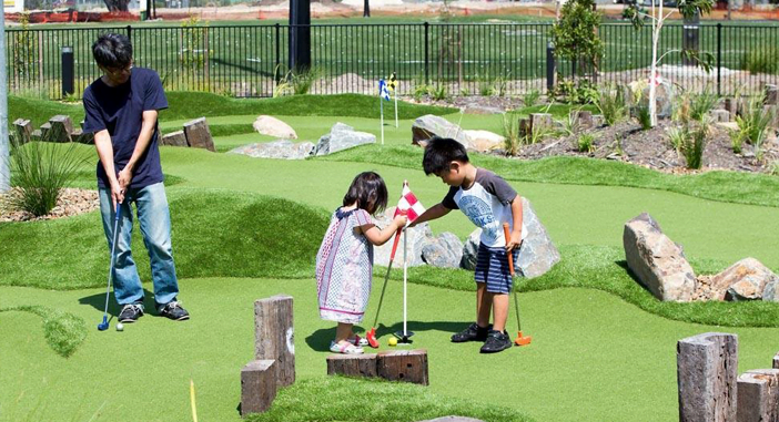 why-choose mini golf creations
