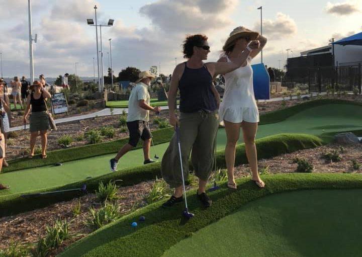 what is mini golf